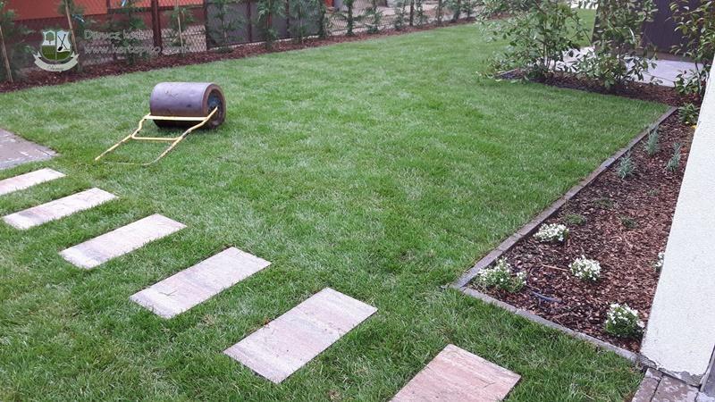 Így néz ki egy gyepszőnyegezett kert