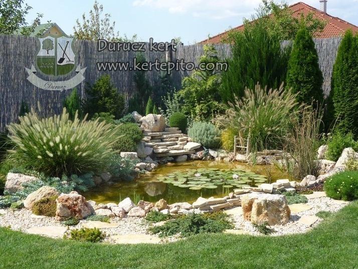Gyönyörű kerti tó
