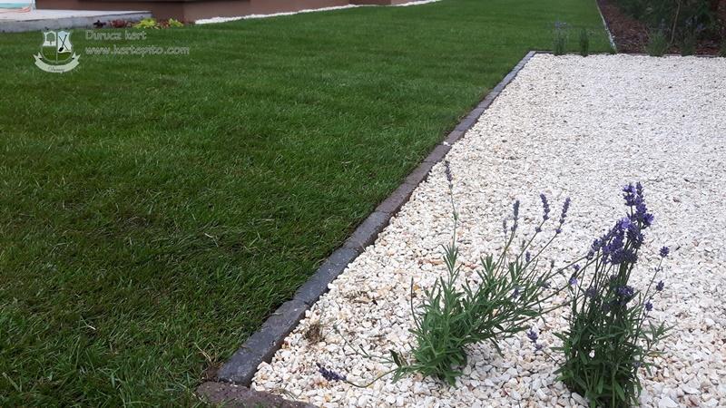 Antracit színű kerti szegély