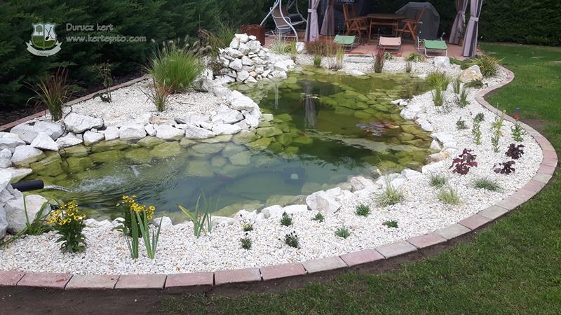 harmonikus kerti tó